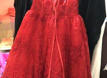 فستان احمر مطرز لبسه وحده