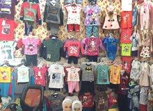 محل ملابس اطفالي للبيع في سوق البصره