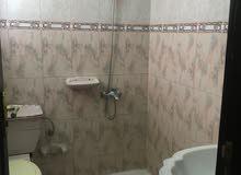 فرصه للعوائل شقة جنب مركز صحي الخوض 3 غرف