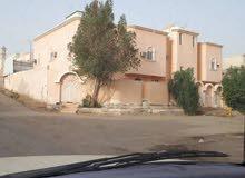 بيت للبيع بحي بدنه بعرعر خلف مسجد الفوزان مكون من دوريين دور ارضي وشقتين