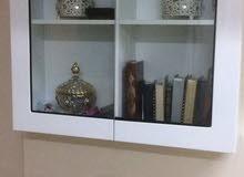 خزانة للكتب شبه جديدة