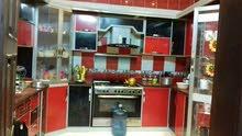 مطبخ باللون الأحمر والأسود ممتازه ونظيفه