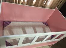 سرير بيبي  وجه pvc بحالة جيدة استخدام خفيف