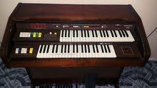 الآت موسيقة بيانو