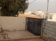 بيت مستقل على الشارع مساحه البناء 120متر