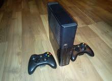 xbox 360 500 GB و kinect مع مجموعة العاب