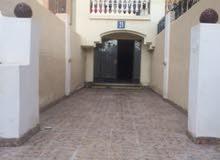 للبيع شقة أرضية 190م2 مع حديقة كبيرة 95م2 بكمباوند درة القاهرة تحت التشطيب