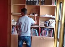 مكتب وخزانة كتب