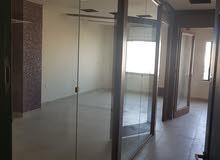 مكتب قريب من التعليم العالي للايجار وقواطع خشبية وسيكوريت وكوندشن عدد 2 للبيع