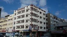 للبيع فندق سكني تجاري في قلب عدن منطقه المنصورة على الازفلت موقعه روعه ركن