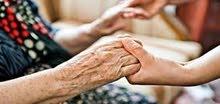 عامل لكبار السن