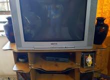 تلفزيون نوع كونكا  حجم 29 نضيف مع ميز بوفيه