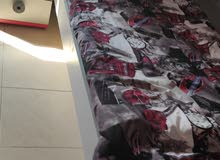 غرفه نوم اطفال سرير مع سرير سفلي وكومدينو