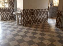 شقة للايجار طابق اول غرفة نوم وصاله وخدمات السعر  200 الف