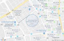 للايجاربالشويخ شارع خليفة الجاسم  معرض ثلاث ادوار   الارضي360 متر + سندرة 180 متر وميزانين 300 متر