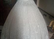 فستان زفاف بالطرحه والبدي استخدم مره واحده