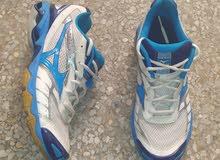 خذاء رياضي مقاس 40 في حالة جيدة
