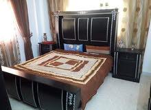 غرفة نوم بحالة ممتازة خشب لاتيه استعمال خفيف