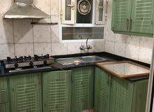 شقه للإيجار في سوق السيب تتكون من ثلاث غرف وثلاث دورات مياه وصاله ومطبخ ومخزن