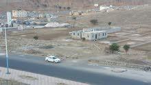 ارض خمس لبن حر علي شارع 8 متر وقريب من خط 50 حده العشاش ت772189228