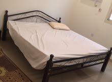 سرير قوي مع فرشة جديدك للبيع.