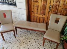 كرسي عدد 2 مع شوفنيرا جلد من ماركه آيكيا للبيع بسعر مغري