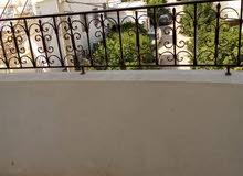 عمارة متكونة من 4 طوابق للبيع بحي هادئ
