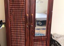 غسالة و ثلاجة و خزانة و تخت مع الفرشة للبيع المستعجل استخدام سنة بداعي السفر