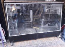 واجهة عرض زجاج و طاولة رخام تواجد الشيخ ضاهر