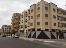 منزل تجاري للبيع يتكون من ثلاث طوابق و محلات تجارية بمخلوف الدروة