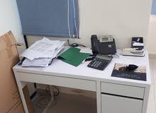 مكتب من ikea مستعمل كالجديد لم يستخدم كثيرا