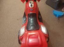 سياره اطفال كهربائيه مستعمله قليل للبيع