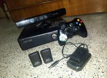 السلام عليكم عندي xbox 360 للبيع معه يده واحده ويوجد داخل الجهاز 40 لعبه ويوجد ل
