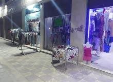 محل ملابس اروبي للبيع بسعر مغري وبدخل شهر 8000الف دينار بدعي للسفر