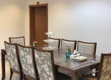 طاولة طعام و بوفيه من هوم سنتر مع سجاد