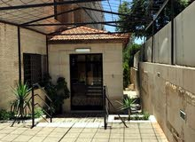 شقة ارضية 155م للبيع في ام اذينة
