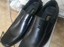 حذاء اسود للبيع  قياس 42