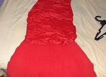 فستان أحمر جديد