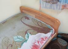 سرير شبه جديد بسعر مغري مع الفرشة قابل للتفاوض