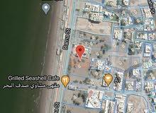 ارض سكنية كبيرة في الحيل الشمالية اول خط البحر للبيع