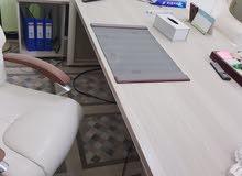 اثاث مكتبي استعمال 3اشهر نظافة 95%