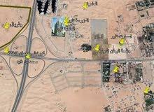 علي الشارع العام تملك ارض تجارية للبيع بتصريح ارضي +2 طابق باول مخطط مجهز بشوارع قار - جاهزة للبنا
