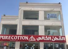 معرض مفتوح بموقع مميز على شارع البركات بسوق الخوض بمساحة 120 متر