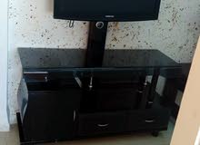 طاولة تلفزيون بحالة الوكاله للبيع