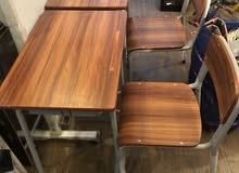 للبيع طاولة للدراسة مع كرسي