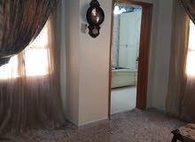 منزل سكني ممتاز دورين مفصولات وبه محل تجاري في سوق الجمعه