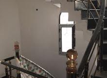 بيت بلجبيله الصحفين طابقين  ركن على شارعين مساحته (176) متر بناء حديث