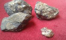 أحجار مليئة بالذهب و ربما نيزكية