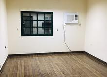 شقة كبيرة  غرفتين نص مفروش للايجار في قلالي 250 شامل الكهرباء والماء بدون لمت