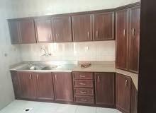 شقة فاضيه للايجار الرياض. في  فيلا. .....   طابق اول..... بها غرفتين حمامين صا